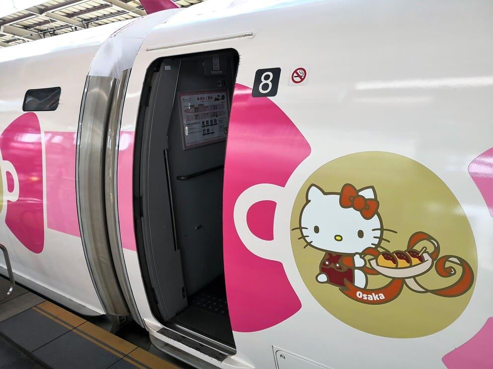 Hello Kitty Schnellzug in Japan