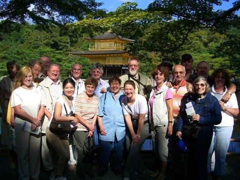 Münchina Reisegruppe vor dem UNESCO Welterbe Kinkakuji in Kioto